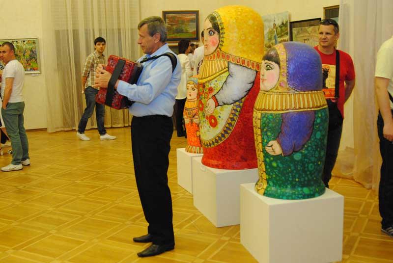Молодежная выставка сочинской артгруппы Станция в Сочинском Художественном музее